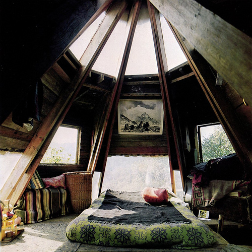 Woooaah ! I want a bedroom like this one ! o_o