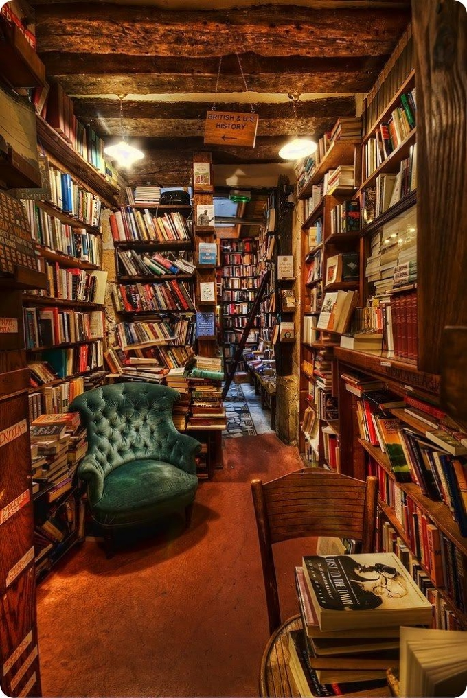 Shakespeare and Co. bookstore in Paris ( ',')