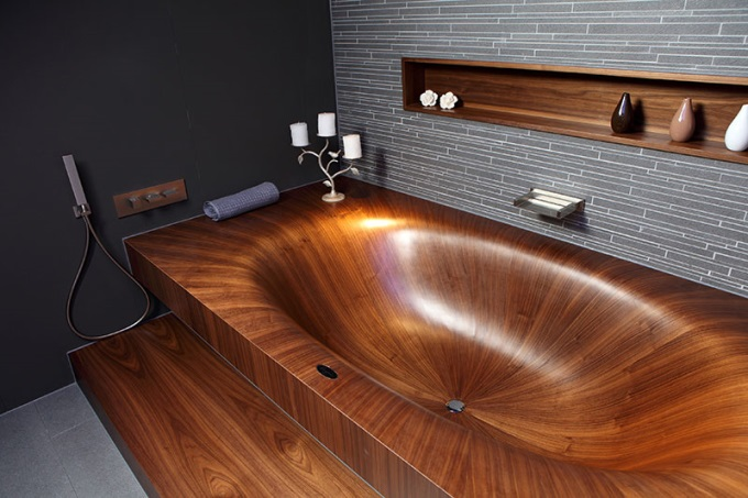 Amazing wooden bath tub o_O