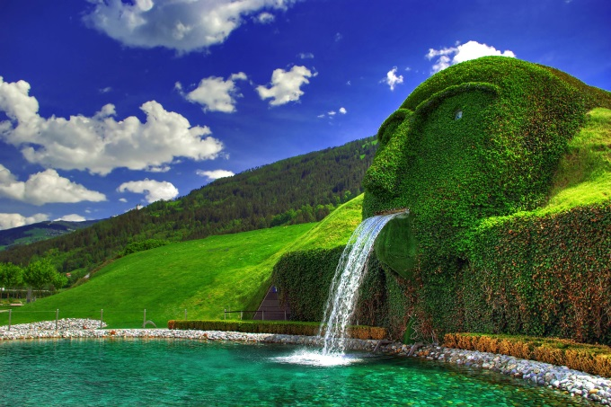 A spectacular water fountain at the Swarovski Kristallwelten Museum, Austria (n_n)/