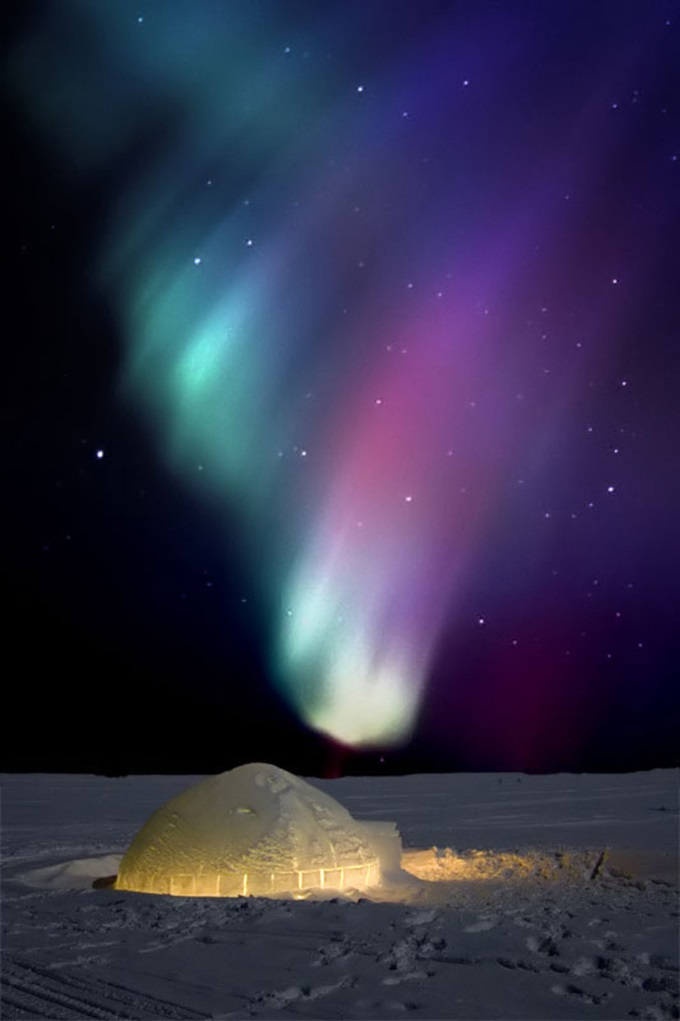 An Igloo under the Northern Lights (n_n)/