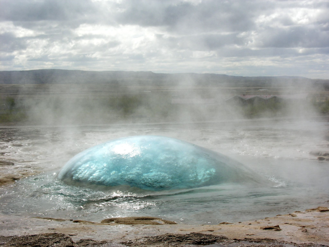 A geyser right before eruption ( ゚ Д゚)