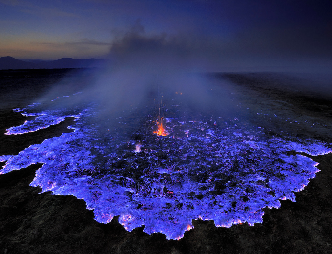 Volcano in Ethiopia burns bright blue ¯\_(ツ)_/¯