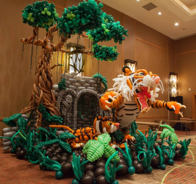 Awesome balloon art (⌒ー⌒)ノ