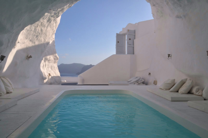 Cave Pool in Santorini (^ー^)ノ