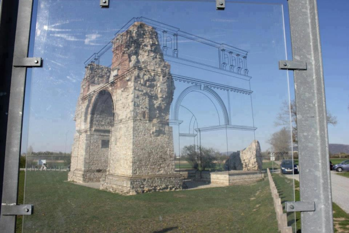 A clever way to show how ancient ruins looked like :)