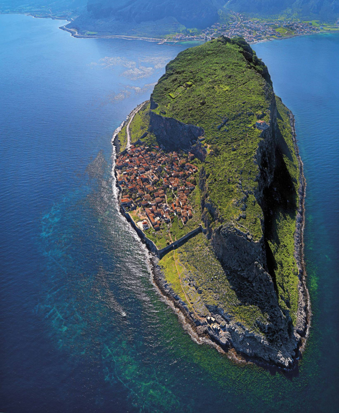 The Hidden Town of Monemvasia, Greece (⌒ー⌒)ノ
