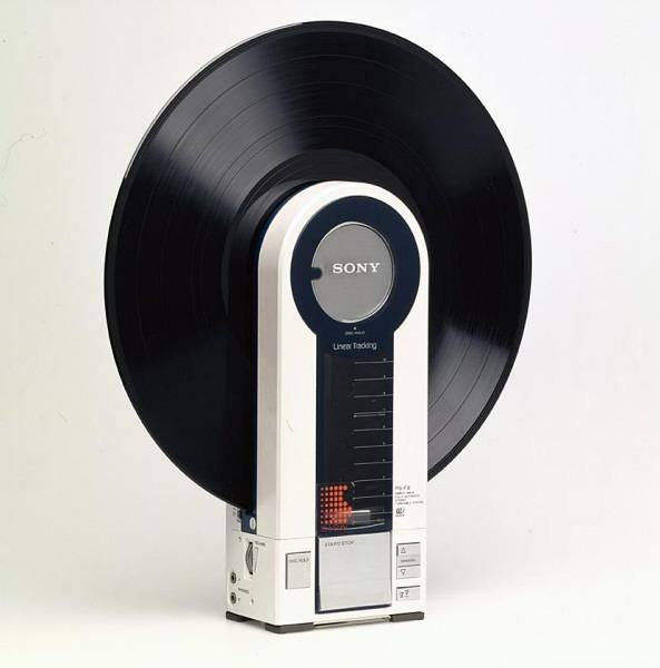 Portable Record Player from 1982 (^ー^)ノ