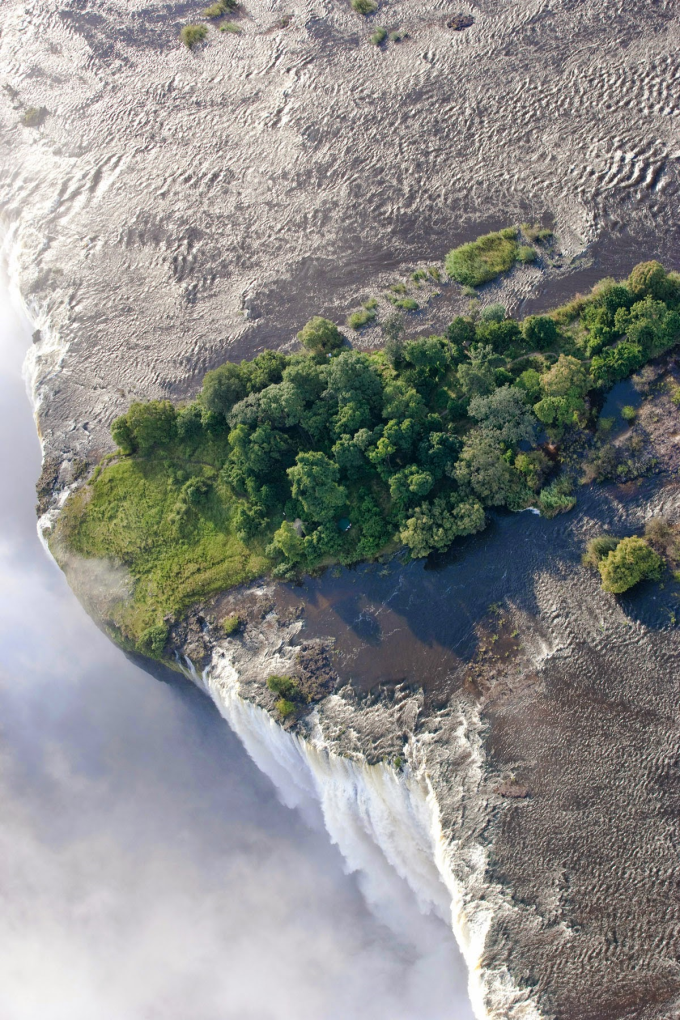 Victoria Falls from above ( ゚ Д゚)