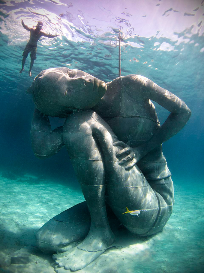18 Foot underwater statue located in the Bahamas :/