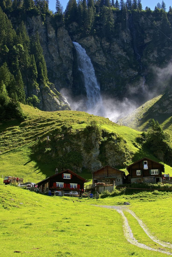 Beautiful place in Switzerland (☞ ゚▽ ゚)☞