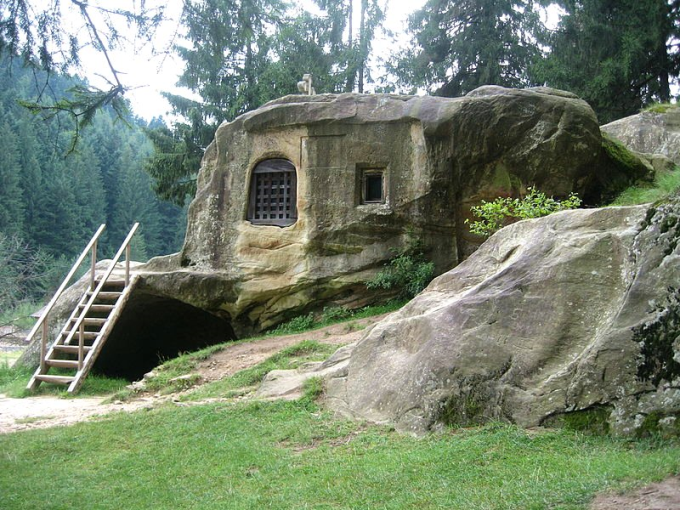 House carved into a stone by a 15th century Romanian monk ( ゚ Д゚)