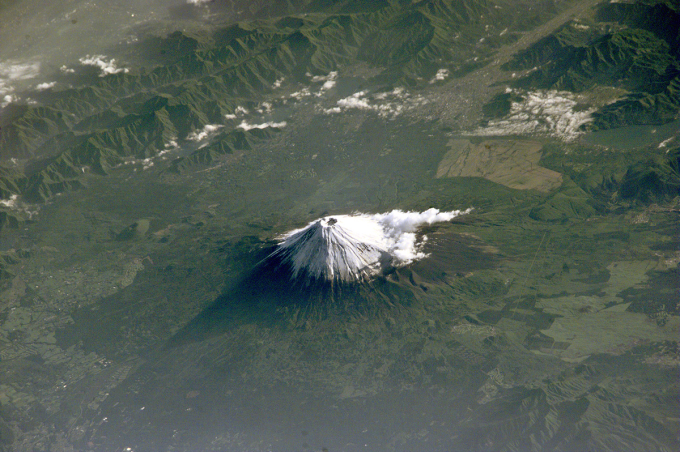 Mount Fuji seen from the International Space Station. ( ゚ Д゚)