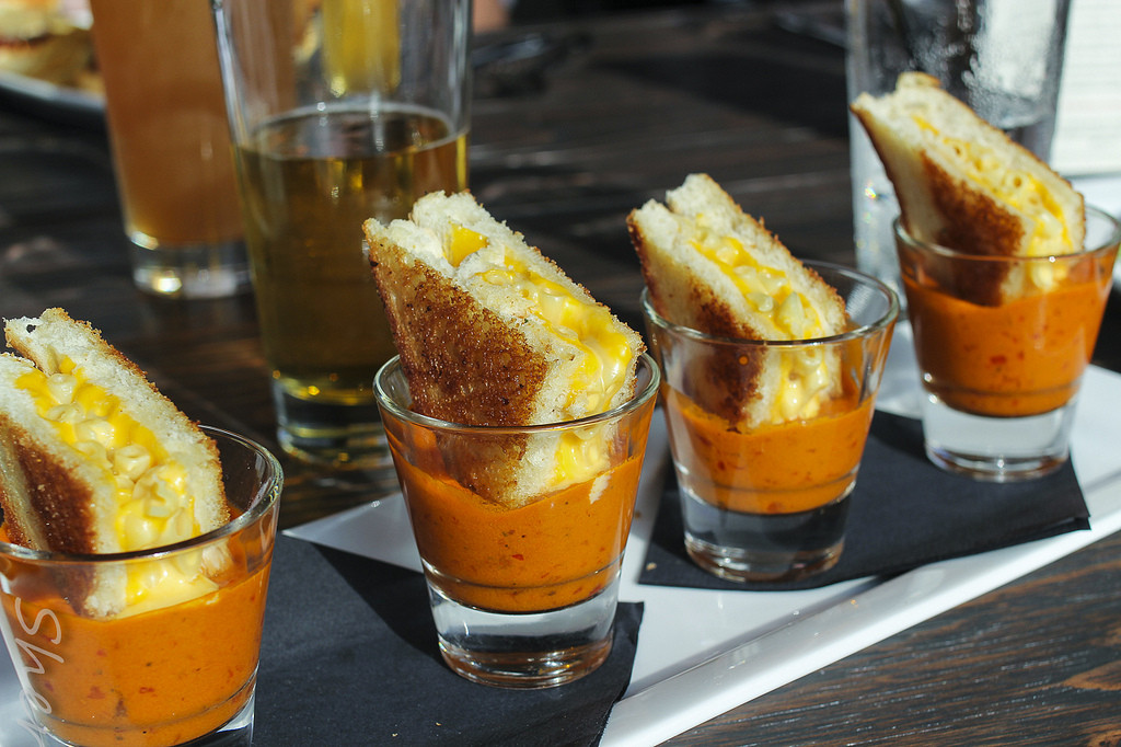 Grilled Cheese Mac & Cheese in Shots of Tomato Soup (*_*)/