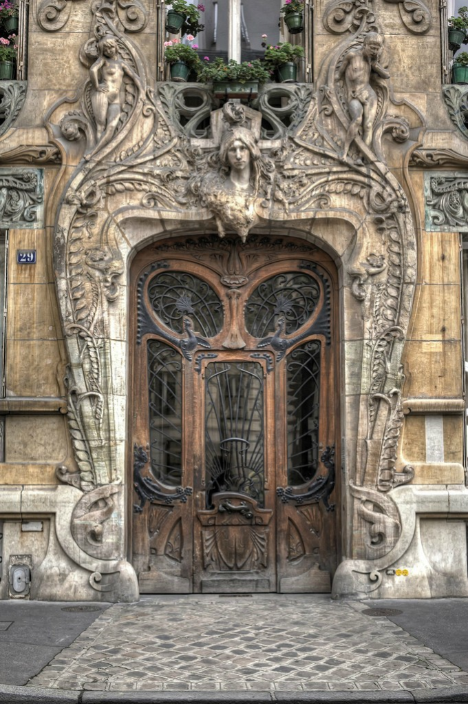 Beautiful door in Paris :)
