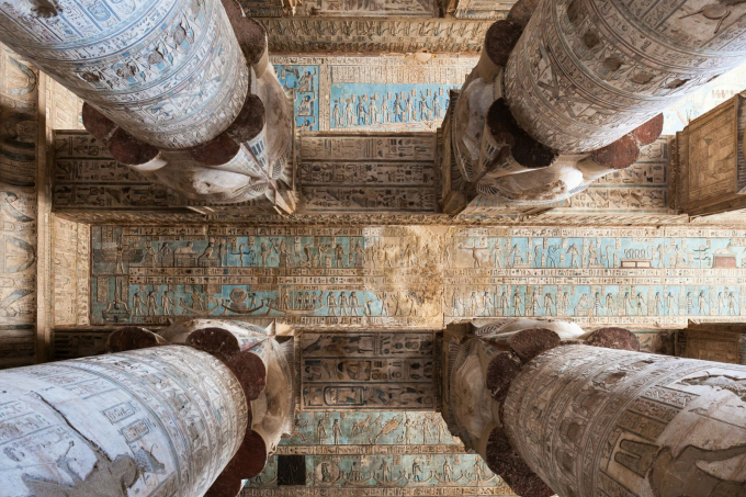 An Egyptian temple ceiling ლ ( ◕  ᗜ  ◕ ) ლ