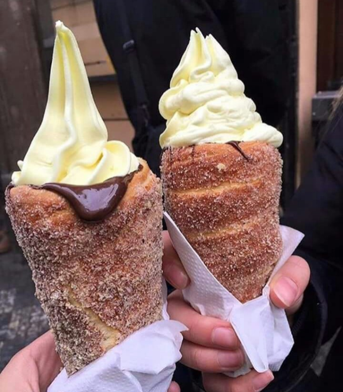 Donut Icecream Cones with melting chocolate o_O