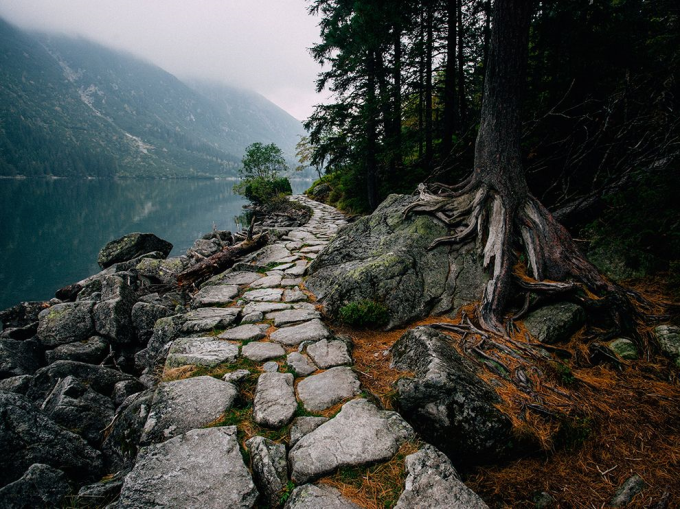 The old stone path around the lake o_O