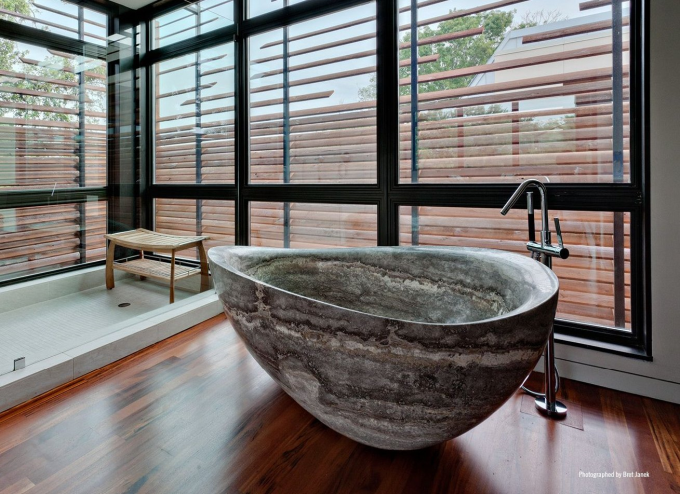 Solid stone bathtub :)
