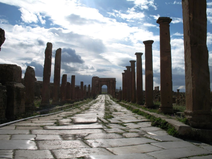 1,800 year old Roman road in Africa o_O