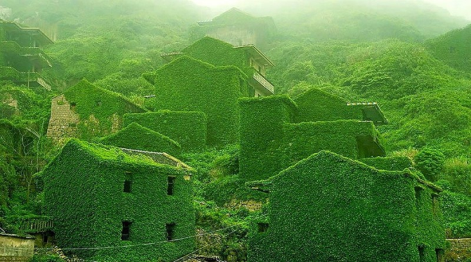 An abandoned Chinese fishing village :/