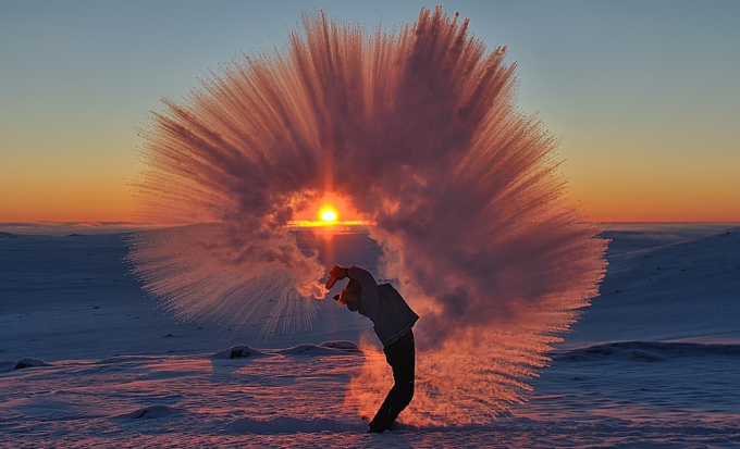 A thermos of hot tea hurled into the air at -40 degrees Celsius near the Arctic Circle
