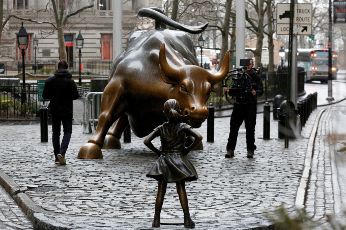 A bronze statue of a young girl staring down the Wall Street bull just appeared today in Manhattan