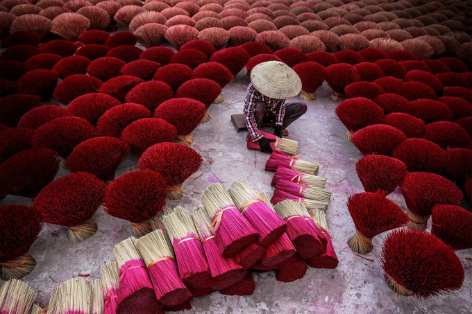 Arranging incense in Vietnam :)