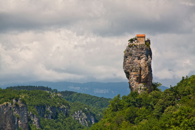 Monk lives life of solitude on a 131 foot rock pillar, Georgia :o